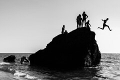 Think different. (steconte1987) Tags: amantea cosenza italia italy calabria sea mare reef scogli sky cielo sabbia beach people bw bianco nero black white landscape urban street travel tourism nikon