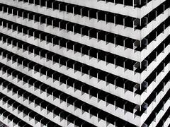linientreu   madrid   0401 (feliksbln) Tags: madrid edificio building gebäude geometrie geometry geometría wiederholung repetición repetition lines linien líneas horizontal vertikal vertical ecken angles fachada facade architecture arquitectura abstract abstrakt abstracto symmetrie simetría symmetry abstracture fassade angulo