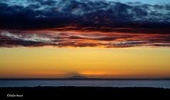 Coucher de soleil sur la mer (2) (didier95) Tags: coucherdesoleil islande reykjavick mer ciel nuage paysage jaune rouge bleu