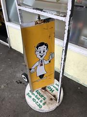 Mr Four (Like_the_Grand_Canyon) Tags: super market store foursquare mascot new zealand north island wellington neuseeland december 2017 kiwi