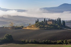 *Belvedere @ Val d'Orcia* (albert.wirtz) Tags: albertwirtz tuscany toskana toscana landscape paesaggi paysages italy italia italien europa europe belvedere valdorcia mountain montana nebel fog mist nebbia niebla brume bruma brouillard dunst morgennebel morningmist morgendunst dusty foggy misty natur nature natura theideallandscape dieidealelandschaft photogenic fotogen tourismus tourism schöneaussicht grauverlauffilter pienza sanquiricodorcia nikon d700 abigfave coppercloudsilvernsun laniebla