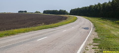 Тихое шоссе на село Красное.