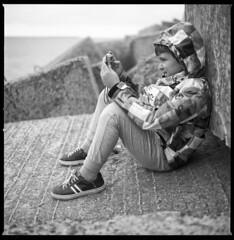 reviewing (ukke2011) Tags: hasselblad503cw planarcfe8028 ilforddelta100 selfdeveloping rodinal 150 film pellicola 6x6 square 120 bw mediumformat analog analogico portrait ritratto blackandwhite