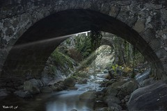 Rayitos de Sol (pedroramfra91) Tags: invierno winter naturaleza nature rayos exteriores outdoors puentes bridges agua water rocas rocks