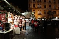Christmas Market (zeesstof) Tags: zeesstof vacationdestination czechrepublic prague city cityscape afterdark architecture buildings staroměstskénáměstí oldtownsquare geotagged