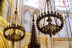 IMG_1114  PARIS RELIGIEUX ,les détails  , lustres bougeoirs au dessus de l'Autel  de la basilique  sainte Clotilde  PARIS 7 (closier.christophe) Tags: bougeoirs lustres autel églises paris basilique france décorations éclairage édificereligieux