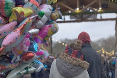 Cuddles in New Year Eve (sonia.sanre) Tags: colores colours globos baloons londres london winterwonderland market christmas couple abrazos amor love cuddles