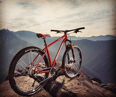 2018. More Dream Bikes ahead. The new KONSTRUCTIVE TANZANITE All Mountain Bike is ready for action. We present our new steel bike. 2018. Mehr Dream Bikes voraus. Das neue KONSTRUCTIVE TANZANITE All Mountain Bike steht bereit. Wir präsentieren das einzigar