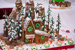 mountain home in gingerbread (raspberrytart) Tags: festivaloftrees christmas gingerbread gingerbreadhouse gingerbreadcookie cookie candy decorating nikon d7100