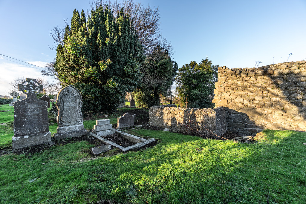 ANCIENT CHURCH AND GRAVEYARD AT TULLY [LAUGHANSTOWN LANE NEAR THE LUAS TRAM STOP]-134568