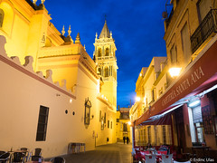 Blue hour in Sevilla (✦ Erdinc Ulas Photography ✦) Tags: restaurant drinking cafetaria chairs church light night blue hour city sevilla spain españa street old wall yellow cross houses panasonic travel focus