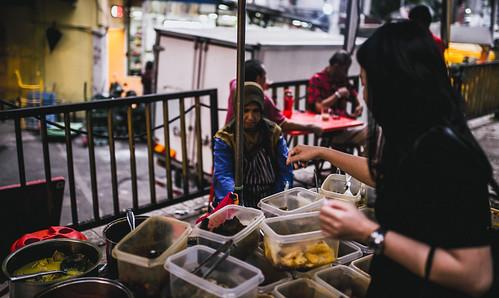 Bestnya makanan Malaysia ni, segala jenis juadah boleh didapati di kedai mahupun gerai tepi jalan. Tapi paling best dapat rasa setiap jenis masakan tak kira bangsa!