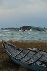 Stranded (Basse911) Tags: oldboat windyday december waves vågor aaltoja hangö hanko finland suomi nordic