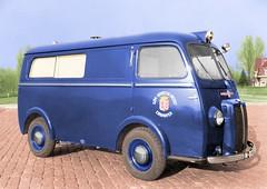 1949 Chenard & Walcker ambulance, gemeente Eindhoven (Vriendelijkheid kost geen geld) Tags: ambulance 1949 chenardwalcker eindhoven