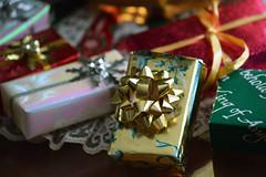 Merry Christmas - Buon Natale - Feliz Navidad - Joyeux Noël - Frohe Weihnachten - Nollaig Shona Dhuit - Merii Kurisumasu - Sung Tan Chuk Ha (pontla) Tags: christmas gifts boxes bow natale navidad