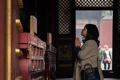 Prayer (A_Peach) Tags: 2017 beijing lamatemple yonghegongtempel yonghegong monastery buddhist china religion mft m43 lumix panasonic microfourthird micro43 apeach anjapietsch panasoniclumixg5 olympusf1845mm yonghe lamasery