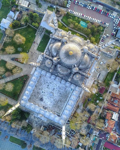 (#sunrise #droneview) | The Blue Mosque (Called Sultanahmet Camii in Turkish) was built by Sedefkar Mehmet Aga in the sultan 1. Ahmet's time between (1609-1616) years. It is located on the site of the Great Palace of Byzantium, on the southeastern side of