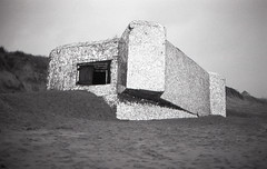 """casemate covered with mirrors by """"anonyme"""" (António Alfarroba) Tags: canona1 canon film filme filmisnotdead 35mm fp4 ilfordfp4 ilford ilfordfilm anonyme casemate blockhaus"""