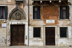 Campo S. Maurizio (jaocana76) Tags: puerta door ventana windows edificio venecia italia venesia jaocana76 canon1635 canoneos7d viajes travelled italy venedik venedig venecija benátky benetke veneetsia venise βενετία ונציה venezia camposanmaurizio