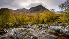 Autumn in Glen Etive (He Ro.) Tags: 2017 glencoe scotland glenetive rivercoupall water river rocks trees autum autumnalcolours autumn landscape mountain scottishlandsape buachailleetivemòr meallabuiridh creise