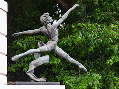 Jete by Enzo Plazzotta (Steve Taylor (Photography)) Tags: jete enzoplazzotta ballet movement bronze sculpture dance embankment leap jump throw slippers green grey white metal man uk gb outstretched england greatbritain unitedkingdom london tree leaves