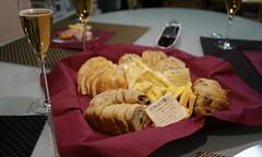 DSC02300.JPG (kabamaru.k) Tags: hiro newyear wine cheese meal bread