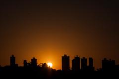 Curitiba 05/01/2018 (cassijones.) Tags: cassijones cassijonescom cassianorosario brazil brasil sunset sky curitiba paraná orange laranja skyline silhouette canon