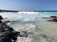 Hawaiian Surf, Kona Coast, Big Island (Melinda Stuart) Tags: surf swimmers wave hawaii kona explore mar crashing dramatic island pacific