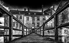 Eingang zur alten Burg (gabrieleskwar) Tags: outdoor burg schwarzweiss schatten wasser wolken schwarz wasserschloss weiss himmel hdr holz mauern gemen