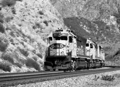 Eight-Ninety-Eight (GRNDMND) Tags: trains railroads santafe atsf locomotives emd gp40x cajonpass cozydell california
