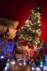 Noches de nervios...mañanas de ilusión (sanfrisf) Tags: nikon sigma d3200 navidad christmas árboldenavidad tree luces lights regalos presents reyesmagos ilusión