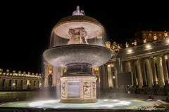 Piazza San pietro (pierluigi.carrano) Tags: notte night nikon imnikon d3100 fontana fountain sanpietro saintpeter roma rome acqua water longexposure lungaesposizione