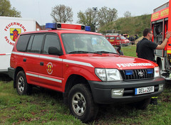 Fire Chief's Land Cruiser (Schwanzus_Longus) Tags: delmenhorst german germany modern car vehicle 4x4 awd 4wd offroad offroader suv sport utility fire chief brigade department fighting emergency feuerwehr toyota land cruiser
