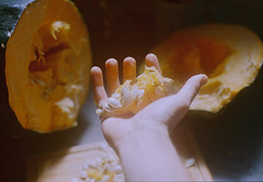 Cooking alone in Autumn. (Hijo de la Tierra.) Tags: film analog 35mm autumn fall otoño pumpkin calabaza cooking