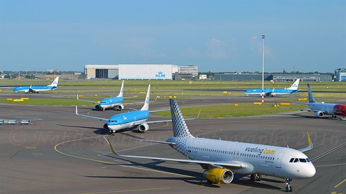 EC-MJC Surrounded at Schiphol