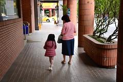 Mother and daughter (Taiwan 2017) (paularps) Tags: paularps arps 2017 2018 taiwan republicofchina asia azië nature culture chinese reizen travel fareast 101building taipei taipeh dumplings xiaolongbao dintaifung