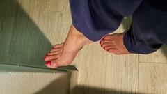 Rekha (IPMT) Tags: toenail sexy toes polish foot feet pedicure painted zoya toenails pedi barefoot red crimson rekha blood rojo vermelho descalza
