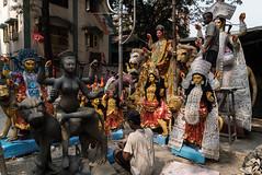 Kalighat, quartier des fabricants d'idôles, Calcutta,  Bengale occidental, Inde (Pascale Jaquet & Olivier Noaillon) Tags: idoles religionhindouisme artisanat artisan durga calcutta bengaleoccidental inde ind