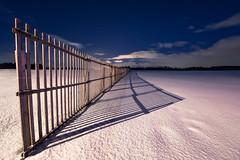 Dresser des barrières jette une ombre sur la lumière de l'autre. (Valentin le luron) Tags: 20171229 nikon 800 e savigny vaud romandie suise neige nuit lumière paysage barrière nuage campagne yves paudex hiver lausanne