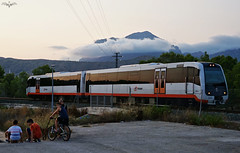 2500 Al Atardecer (lagunadani) Tags: atardecer anochecer sunset 2500 man benidorm puigcampana ferrocarril tren automotor fgv tram alicante pmr sonya7