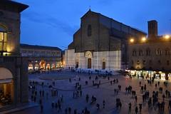 Bologna, Piazza Maggiore da una finestra di Palazzo d'Accursio (Valerio_D) Tags: bologna emilia emiliaromagna italia italy 20172018inverno 1001nights 1001nightsmagiccity