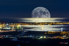Lunazo (Antonio Camelo) Tags: nikon nature naturaleza night noche reflections reflejos algeciras luna moon