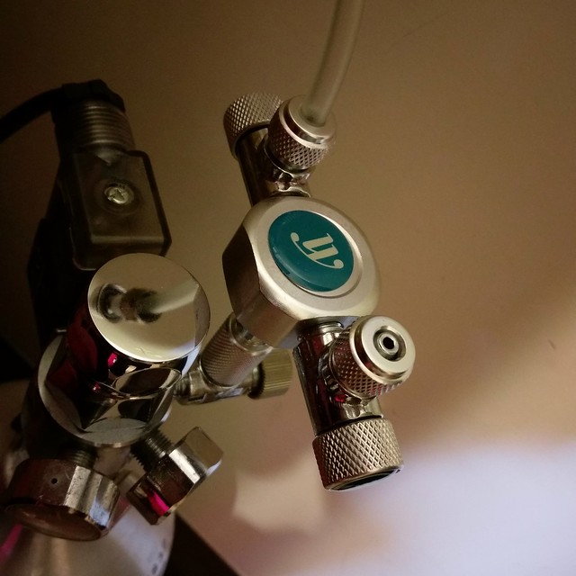 二氧化碳鋁瓶CO2一對二安裝方法