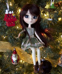 Merry Christmas and Happy Holiday! 🎄☃️❄️ (PurpleMacLove) Tags: pullip ddalgi amelia groove leekeworld wig rewigged rechipped doll dress boots green jun planning outfit lullabyfordolls kawaii tirinandkatten etsy darkwine dollphotography tirinkatten canon 60d december christmas