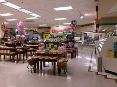 Delicatessen, as viewed from the edge of baked goods (l_dawg2000) Tags: 90s classic dairy deli food formerneonstore formerwannabeneonstore groceries jacksontn kroger labelscar madisoncounty meats milk millenniumdécor pharmacy produce tennessee tn uscan jackson unitedstates usa