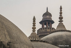Dome and minaret of Wazir Khan Mosque, Lahore - Pakistan (LubnaJavaid) Tags: dome minaret mosque masjid religion islam peace holy prayer wazirkhan wazirkhanmosqu wazirkhanmosque wazir kahn lahore pakistan walled walledcity city interior architecture history canon canoneos canonm10 canonmirrorless eos eosm10 m10 travel wanderlust