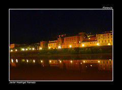A orillas del río Arno. Florencia (jmadrigal09) Tags: jmadrigal florencia nocturna edificios arquitectura architectura building house casa