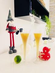 Entre deux fêtes... (fourmi_7) Tags: verres pèrenoël fête noël santé apéro cocktail