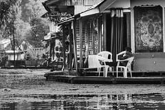 EmptyName 41 (LHansos) Tags: india kashmir srinagar sony alpha dal lake people old city