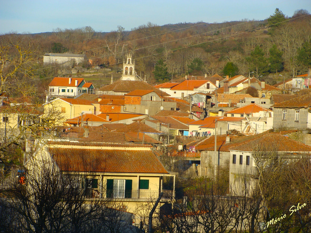 Águas Frias (Chaves) - ... a Aldeia ... destacando-se a torre da igreja -...